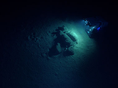 ROV Deep Discoverer (D2) as seen from the camera platform Seirios, investigating boulders at the base of the landslide scarp visited during Dive 01.
