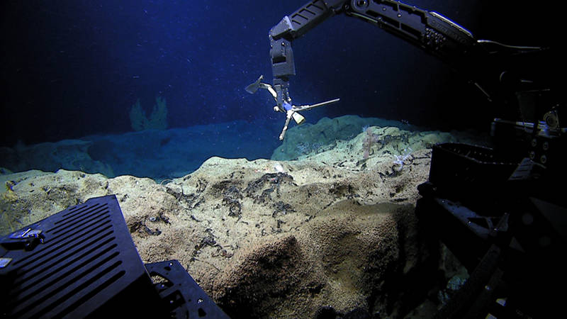 ROV Deep Discoverer recovers a current meter at a dive site just south of Oahu.