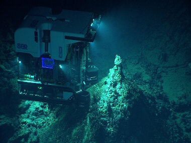 ROV Deep Discoverer images a newly discovered hydrothermal vent field at Chammoro Seamount.